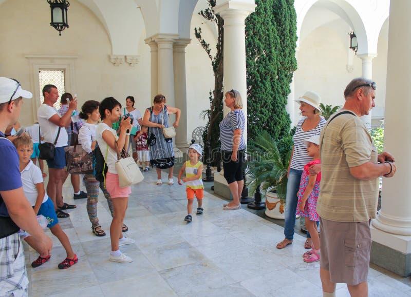 Bezoekers aan het Levada-Paleis stock afbeelding