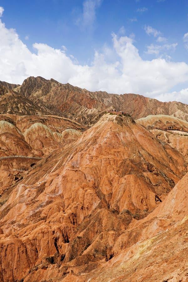 Bezoekers en Kleurrijke Danxia-landform in Zhangye-stad, China royalty-vrije stock foto's