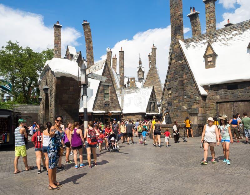 Bezoekers op het Harry Potter-gebied bij Universele Studio'seilanden o stock afbeeldingen