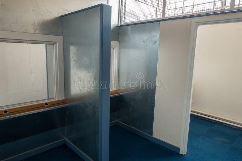 Bezoekersruimte in HMP Shrewsbury, een verlaten gevangenis stock afbeelding