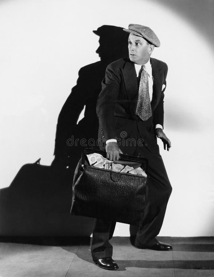 Bezorgde mens met zak contant geld stock foto's