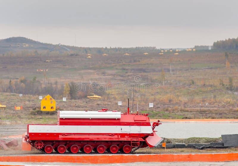 Bezpośredni pożarniczy stłumienie pojazdu MPT-521 ruchów zdjęcia stock