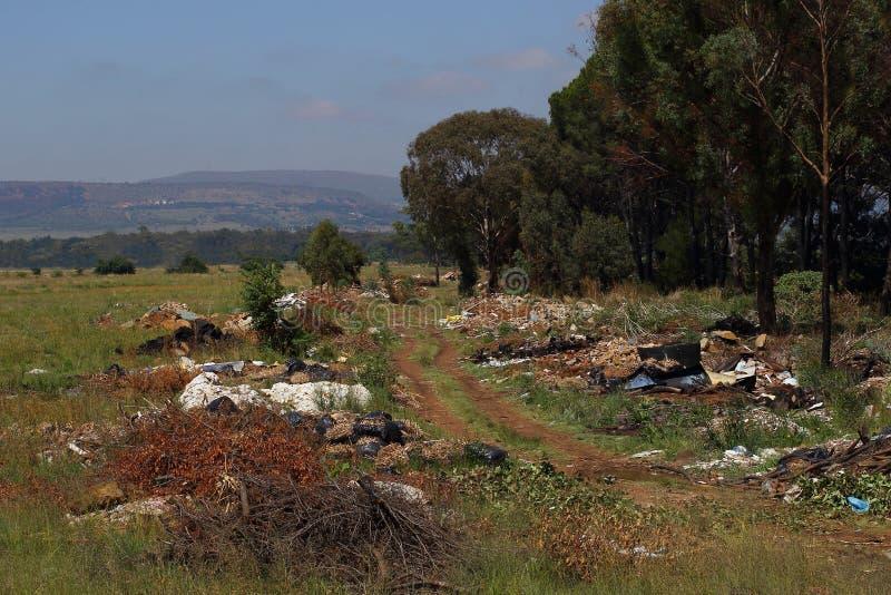 Bezprawny damping w Johannesburg, Południowa Afryka zdjęcia stock