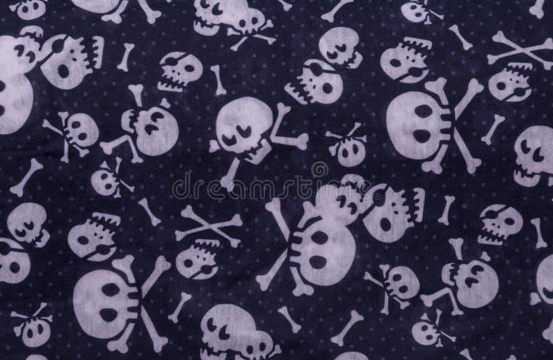 Bezszwowy wzór z czaszkami na błękicie zdjęcia royalty free