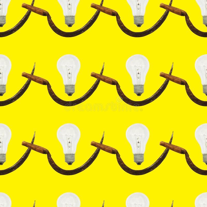 Bezszwowy wzór z sierpem i rocznik żarówką na żółtym kolorze zdjęcie royalty free