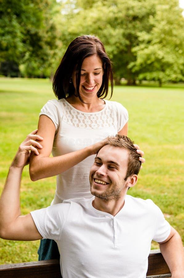 Beztroska młodość - potomstwo para w miłości zdjęcia royalty free