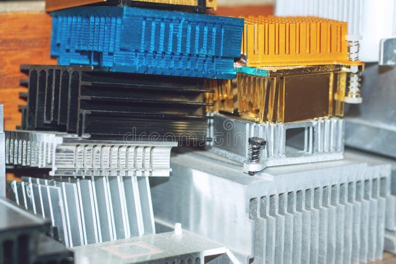 Bezwolnej jednostki centralnej chłodno grzejnik Różnorodny użebrowany heatsink, upał drymby i termiczny ochraniacz, groszaka i al obraz stock