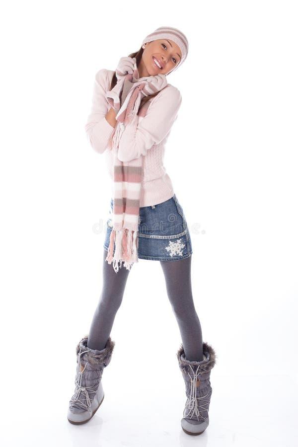 bg одевает счастливую белую женщину зимы стоковые фотографии rf