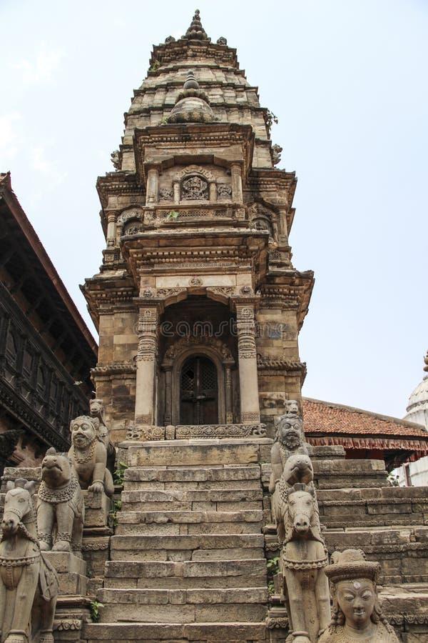 Bhaktapur,尼泊尔-大约2013年6月:Durbar广场看法  免版税库存图片