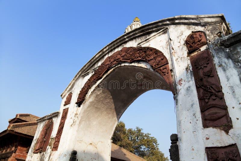 bhaktapur durbar入口门尼泊尔广场 库存照片