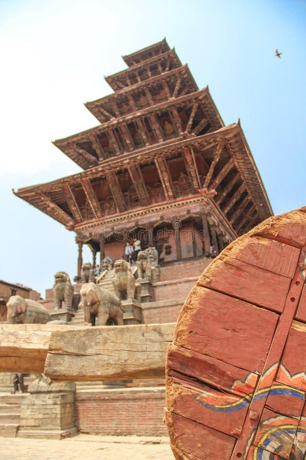 Bhaktapur, Népal - vers en juin 2013 : Vue de place de Durbar image libre de droits