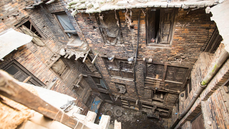 BHAKTAPUR, NEPAL - casa del Nepali en el centro de ciudad fotos de archivo libres de regalías