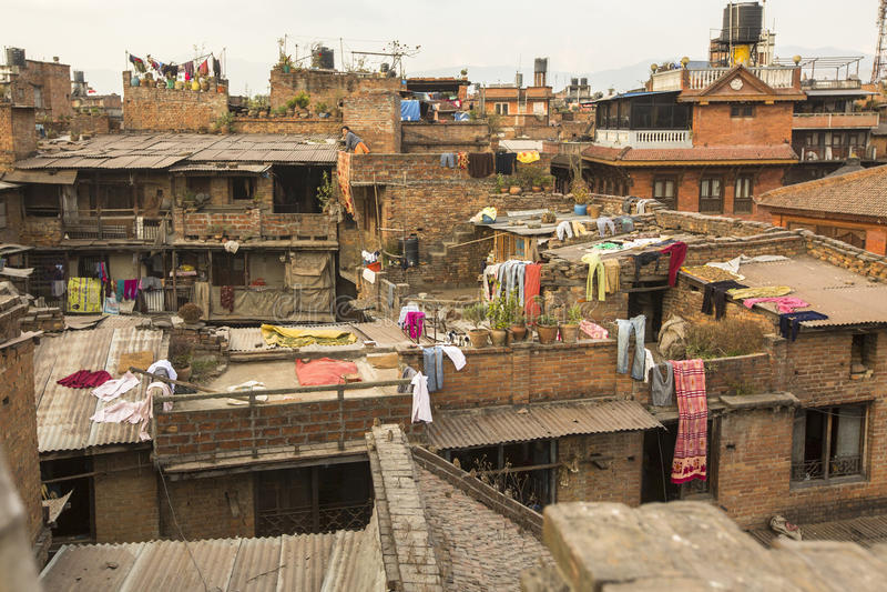 BHAKTAPUR, NEPAL - Nepali-huizen in het stadscentrum royalty-vrije stock foto's