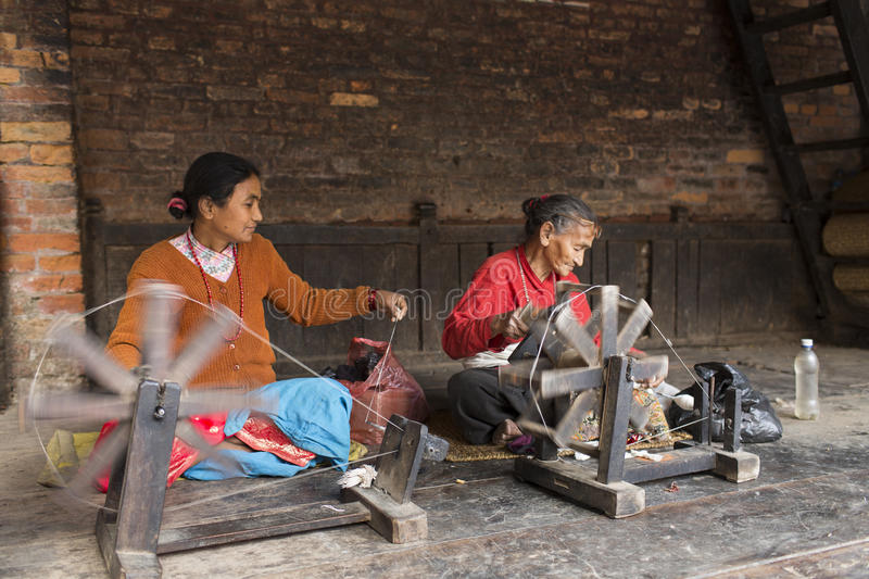 BHAKTAPUR, NEPAL - NOVEMBER 20: Woman working in Bhaktapur on No. Vember 20, 2014 in Bhaktapur, Nepal stock photography