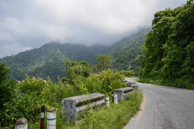 Bhimtalweg, Nainital, Uttarakhand Himalayagebergte royalty-vrije stock foto's