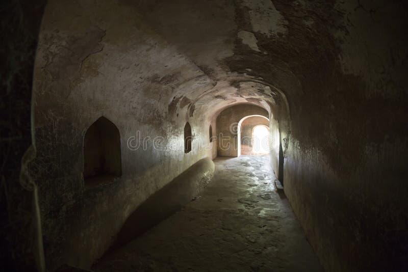 Bhool Bhulaiyan ou labirinto do complexo de Bara Imamabara em Lucknow, Índia imagens de stock