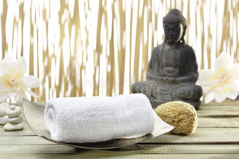 Bhuddha, toalhas, sais de banho fotografia de stock