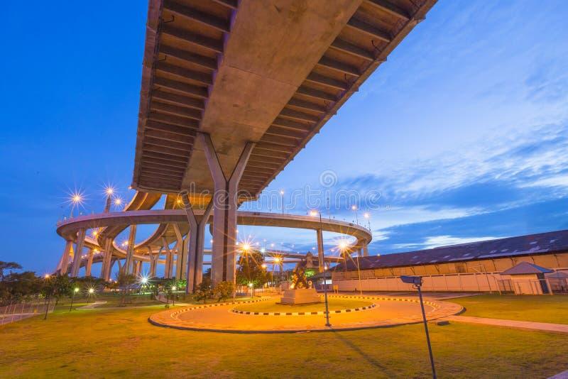 Bhumibol桥梁在晚上 库存照片