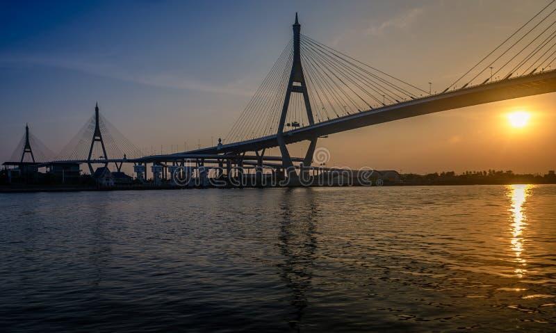 Bhumibol桥梁的晚上时间 库存图片