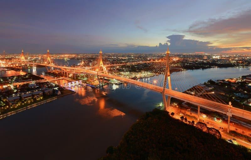 Bhumibol-Brücke bei Sonnenuntergang, Bangkok, Thailand lizenzfreie stockfotos