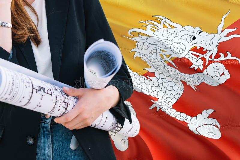 Bhutanese architekt kobiety mienia projekt przeciw Bhutan falowania flagi tłu Budowy i architektury poj?cie obraz royalty free