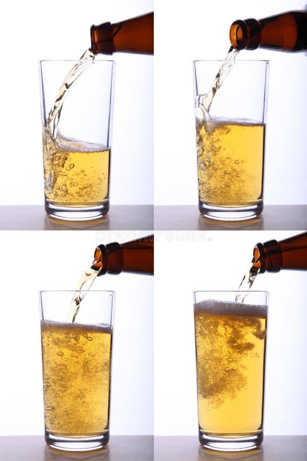 Bière étant plue à torrents dans la glace image libre de droits