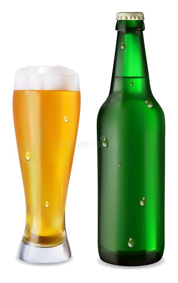 Bière dans la bouteille en verre et verte de bière illustration stock