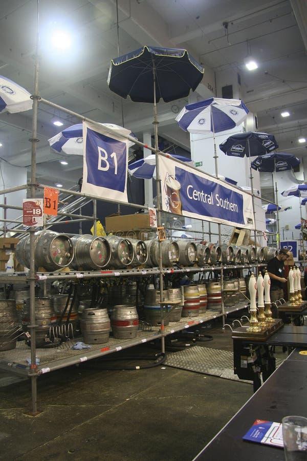 Bière en fûts du festival britannique grand de bière photo libre de droits