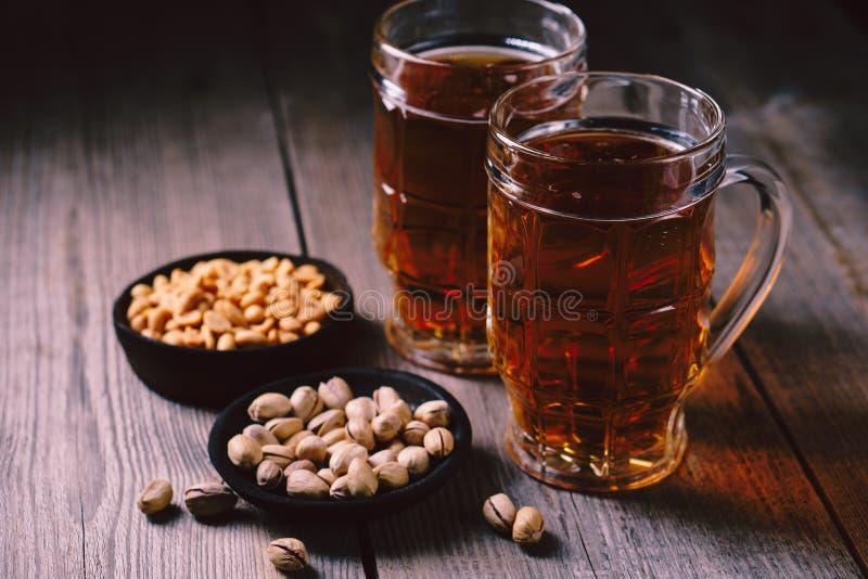 Bière et casse-croûte partie de vendredi, restaurant, bar photos stock