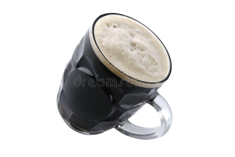 Bière foncée sur le blanc image libre de droits