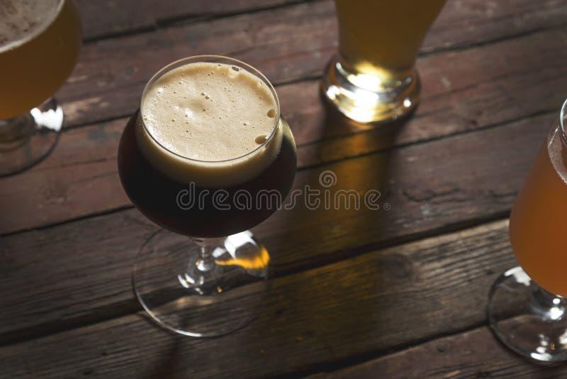 Bière pâle pâle, foncée, rouge et non filtrée photos libres de droits