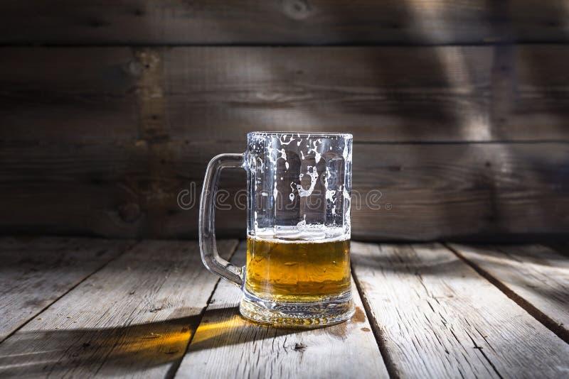 Bière, verre, tasse, d'or, alcool, boisson, l'espace de copie photographie stock libre de droits