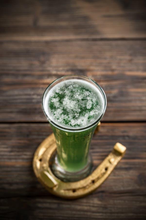 Bière verte image libre de droits