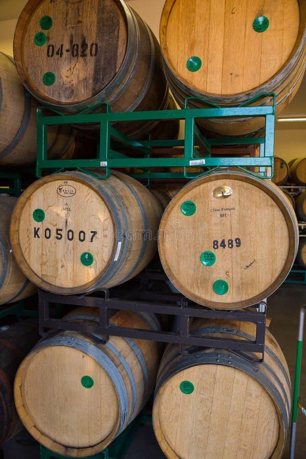 Bières âgées par baril de Bourbon à la brasserie photo stock