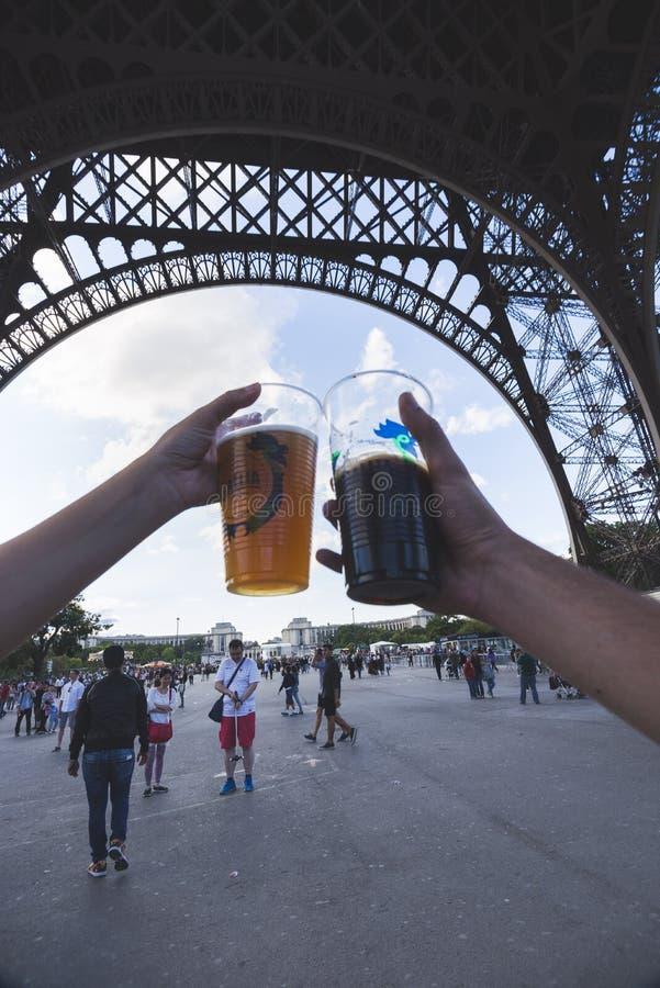 Bières au-dessous de tour image libre de droits