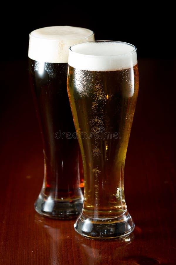 Bières sur une barre photo stock