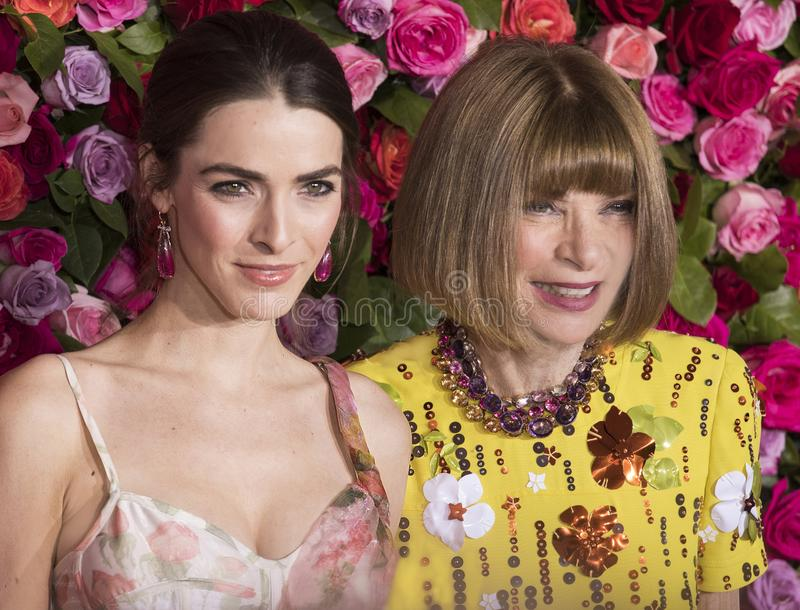 Bi Shaffer och Anna Winter på Tony Awards 2018 arkivbilder