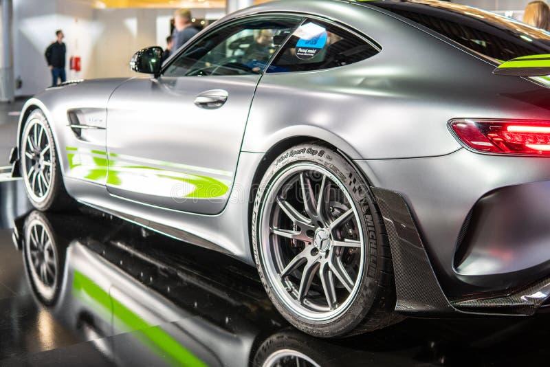 Bi-turbocompressor de V8 da barata de Mercedes-AMG GT R PRO com M178 o motor, carro desportivo de capacidade elevada produzido po foto de stock royalty free
