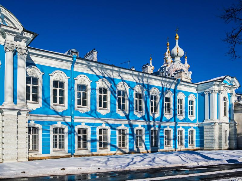 Biała barok koronka na błękitnych fasadach Rastrelli obraz royalty free