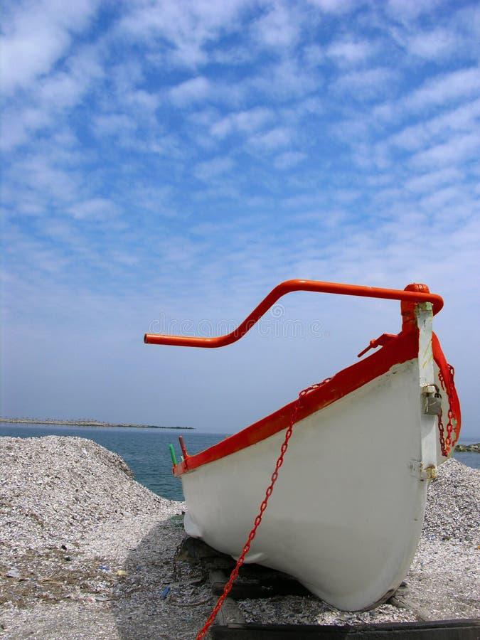Download Biała łódź obraz stock. Obraz złożonej z nautyczny, łańcuch - 125811