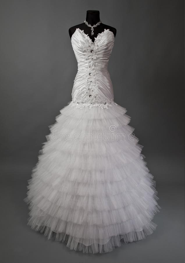 Biała ślubna suknia na mannequin zdjęcia stock