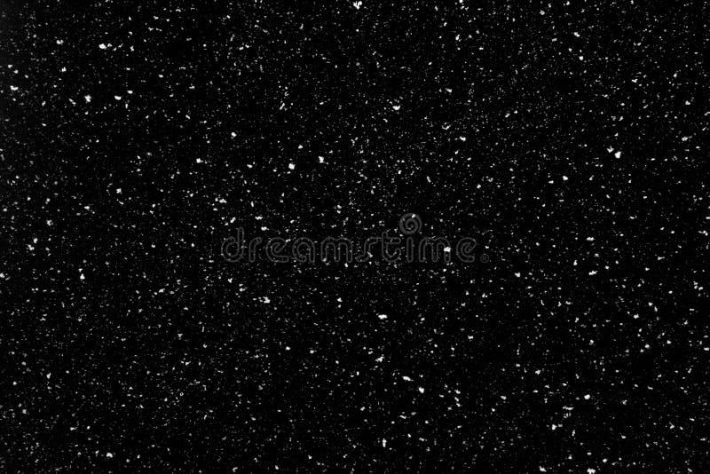 Biała śnieżna narzuta na czerni zdjęcie royalty free