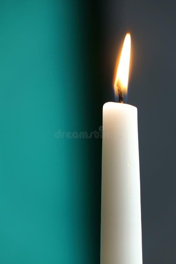 Download Biała świeczka Z Popielatego I Turquois Tłem Zdjęcie Stock - Obraz złożonej z target20, wakacje: 57663824