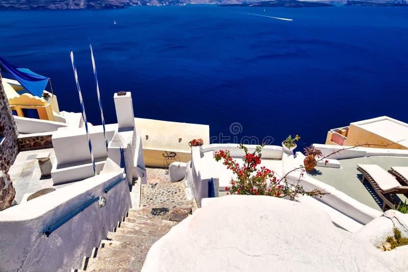 Biała architektura na Santorini wyspie, Grecja Piękny lato krajobraz, denny widok obrazy royalty free