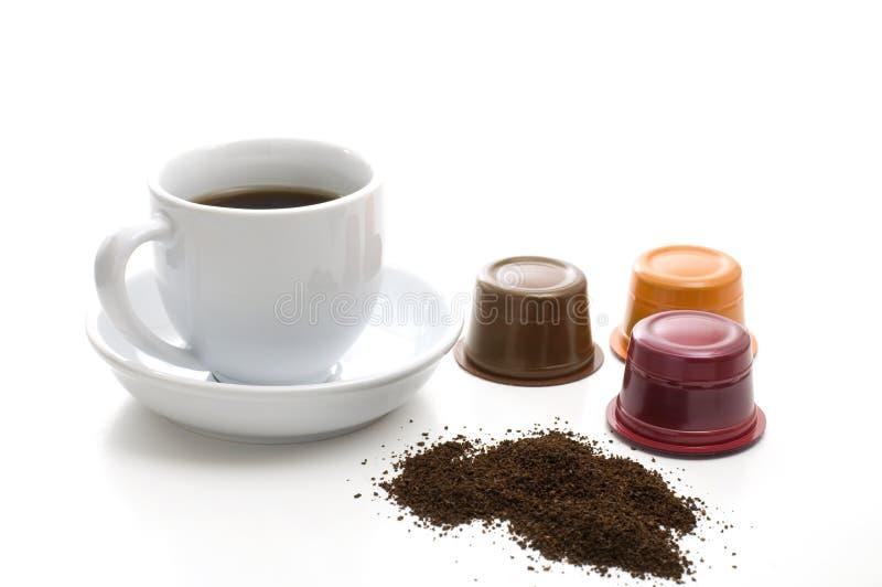 Biała filiżanka, kaw adra i Kawowi zbiorniki, zdjęcie royalty free