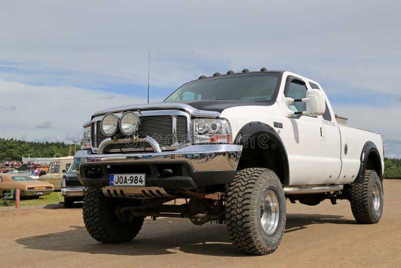 Biała Ford F250 obowiązku Super furgonetka zdjęcie stock