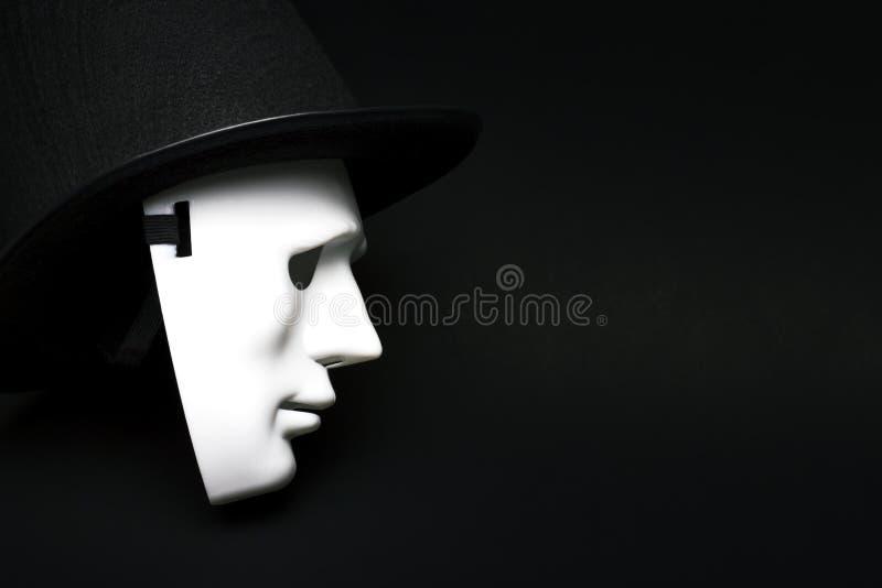Biała istoty ludzkiej maska w kapeluszu obrazy royalty free