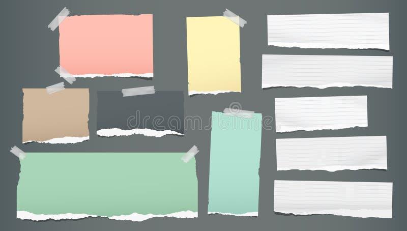 Biała kolorowa rozdzierająca, drzejąca notatka, notatników papierowi paski, wtykał z kleistą taśmą na czarnym tle r?wnie? zwr?ci? royalty ilustracja