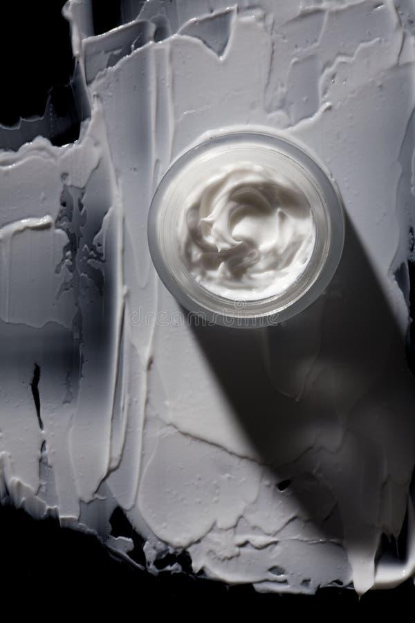 Biała Kosmetyczna śmietanka w słoju fotografia royalty free