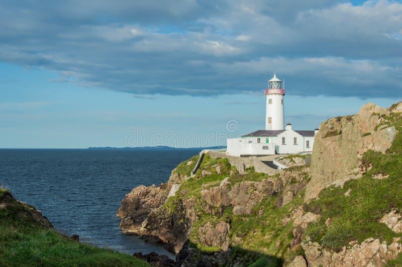 Biała latarnia morska przy Fanad głową, Donegal, Irlandia zdjęcia royalty free